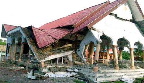 earthquake jakarta news sumatra earthquake 97 dead after 6 4 magnitude quake in