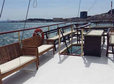boat tour golden horn boat tour to golden horn beach bol from split