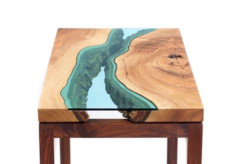 tavolo legno e vetro fiumi di vetro sui tavoli di greg klassen