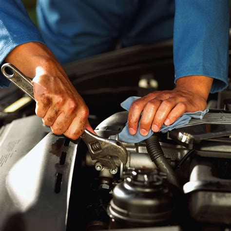 auto mechanic education requirements and career duties