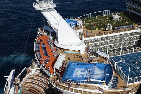 world s largest cruise ship the world s largest cruise ship of the seas 171 twistedsifter