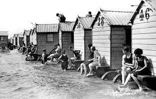 des cabines de bain mobiles pour se baigner en toute dignit 233