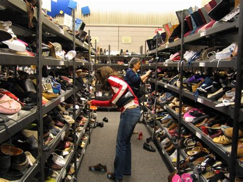 shop for shoes file shopping for shoes jpg wikimedia commons