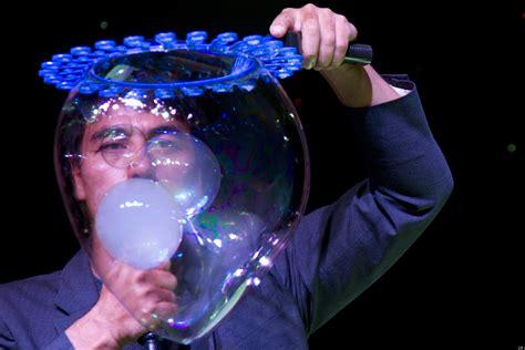 fan yang bubble show fan yang s bubble world record set in vancouver