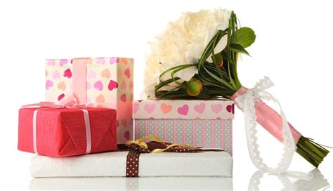 ask the expert for gifts that arrive before the wedding when should i send a thank you note