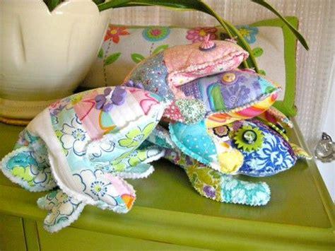 frog patch pattern     sister designs meandmysisterdesignscom frog crafts sewing