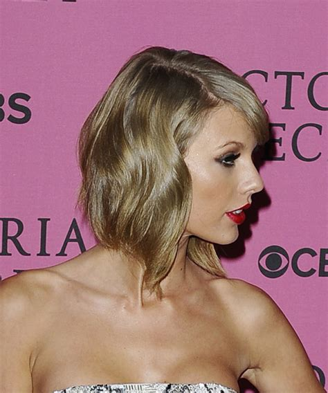 Taylor Swift Medium Wavy Formal Hairstyle with Side Swept