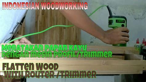 Router Kayu meratakan papan kayu dengan mesin profil trimmer