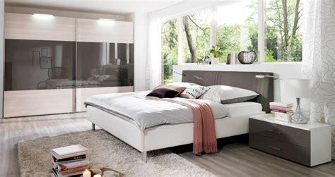 Schlafzimmer Mit Schwarzem Bett by Gem 252 Tliches Zuhause Schlafzimmer Einrichten Mit