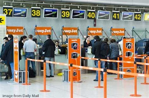 Gatwick Airport Easyjet Desk by Easyjet Warn Passengers To Check In On Time To Avoid Being