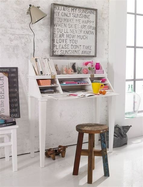 Small Desk Area Ideas 10 Best Ideas About Small Desk Areas On Small Desk Space Desk Ideas And Desk Space