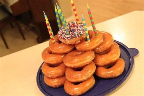 membuat donat huruf 20 makanan pengganti kue tart buat kejutan ulang tahun
