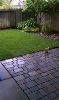 Small Patio Pavers Ideas 25 Best Ideas About Small Backyards On Small Backyard Landscaping Small Backyard