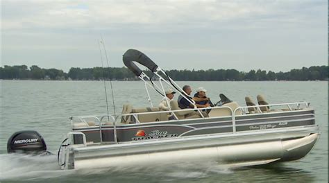 sun tracker pontoon boat reviews sun tracker fishin barge 22 xp3 video boat review