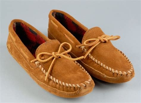 difference between moccasins and loafers difference between loafers and moccasins