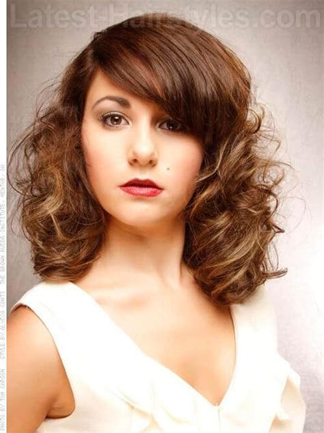 Lob With Soft Curl Hairstyle by 32 Bob Hairstyles Haircuts You Gotta See