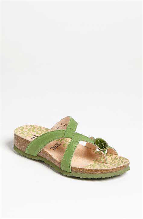 sandals vs flip flops conrad flip flops vs chelsea flat sandals