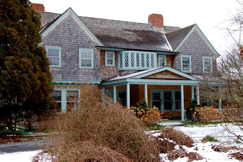 Gray Gardens House by How Ben Bradlee And His Restored Grey Gardens Curbed