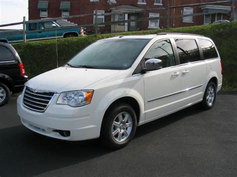 98 chrysler town and country file chryslertownandcountry2010touring jpg wikimedia commons