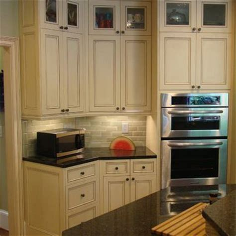uba tuba granite with oak cabinets 1000 images about cabinets with uba tuba granite on