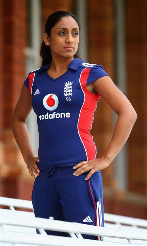 female hot cricketers cricket beautiful female cricketers female cricketer