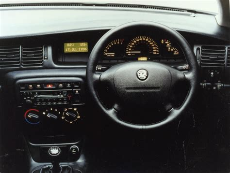 opel vectra 1995 interior vauxhall vectra hatchback review 1995 2002 parkers