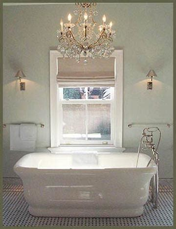 chandeliers for bathrooms 2d0b755e0e9f28e75dab2c3708d2b2df jpg