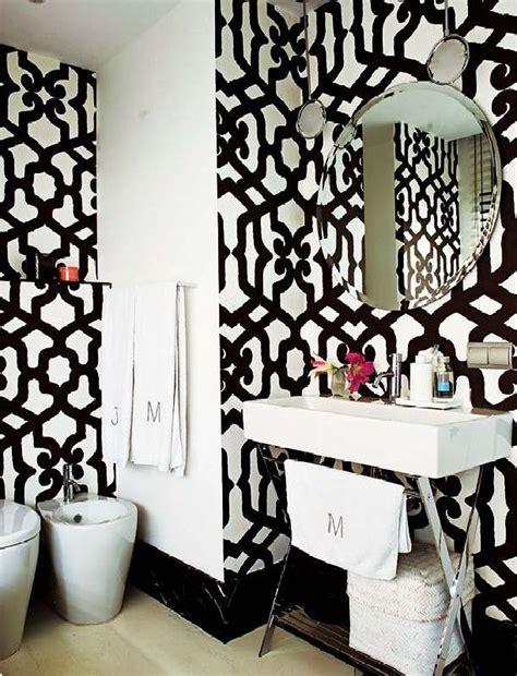 black and white wallpaper for bathrooms perfect home papel de parede arrojado no lavabo social