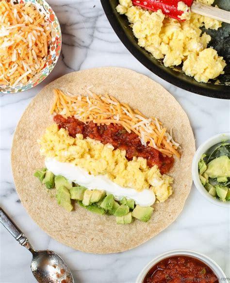 easy breakfast burrito garnish with lemon