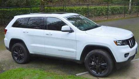 jeep cherokee white with black rims 2013 jeep grand cherokee altitude v8 4x4 as of april 2013