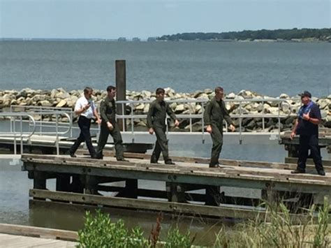boat crash james river mh 60s helo crashes in james river 3 crew members rescued