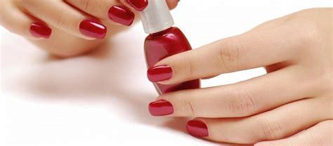 come togliere smalto semipermanente a casa manicure come togliere lo smalto semipermanente pinkitalia