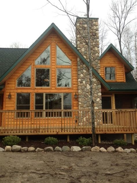 Log Cabin Stain Colors by I Like The Color Combination Of The Green Trim And The Log