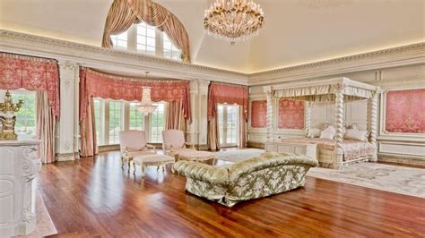 mansion bedrooms sitting rooms in master bedrooms biggest mansion in the