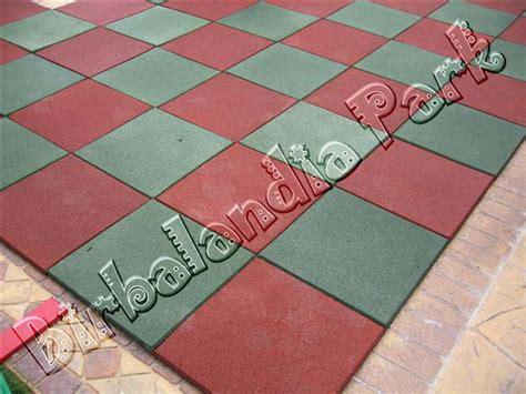 pavimento in gomma per esterni tappeti per esterno drenanti pavimentazione in gomma