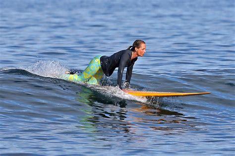helen hunt surfing helen hunt surfing in hawaii august 2015