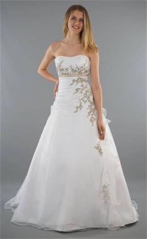 Brautkleider Mit Farbe by Das Brautkleid Quot Leonie Quot K 246 Nnte Aus Einem M 228 Rchen Stammen
