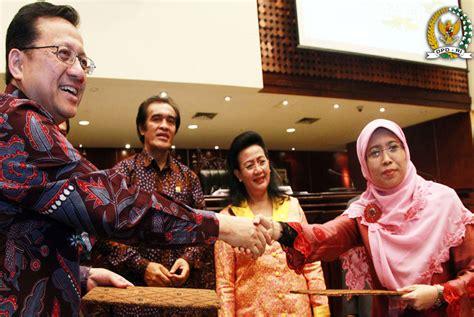 Buku Dewan Perwakilan Daerah Republik Indonesia penandatanganan mou dpd ri dengan kpai republika