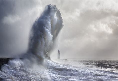 photographer spends years documenting immense storm waves