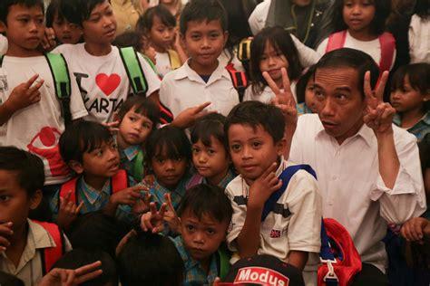 Perlengkapan Belajar Dan Bermain Anak Anak jokowi dan anak anak indonesia hebat