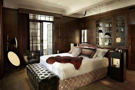 wohnideen für schlafzimmer aubergine wandfarbe wohndesign