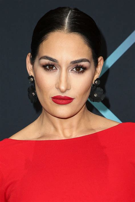 nikki bella and brie bella brie bella and nikki bella people s choice awards 2018