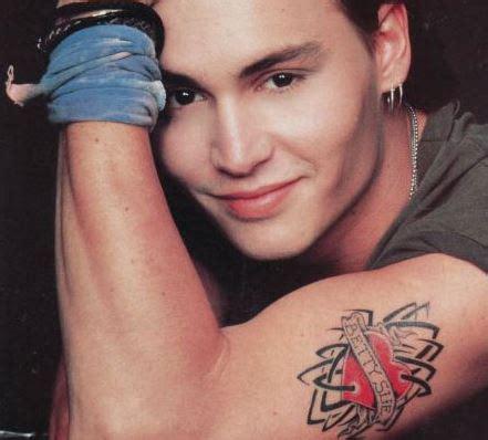 quantas tattoos johnny depp tem algumas tattoos de depp foram feitas a faca blog do
