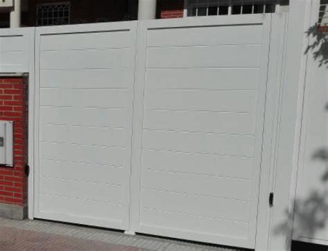 puertas garajes automaticas los diferentes tipos de puertas autom 225 ticas para garajes