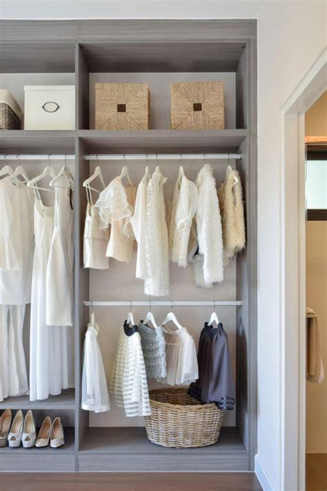 cambio armadio cambio armadio organizzare e mettere in ordine i vestiti