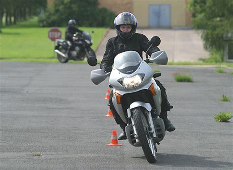 Motorrad Fahren Lenkimpuls by Fahrertraining F 252 R Motorradfahrer Quot Lenkimpuls Und