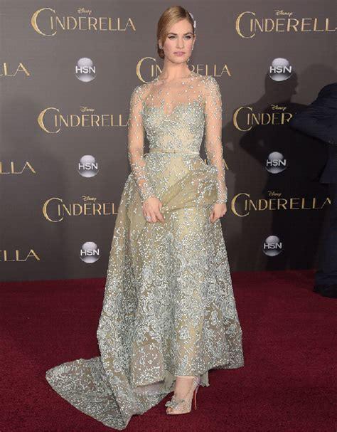 EGO   Lily James usa look grifado para participar do red carpet de 'Cinderela'   notícias de Moda
