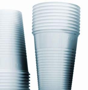 bicchieri di plastica sono riciclabili bicchieri e piatti di plastica diventano differenziabili