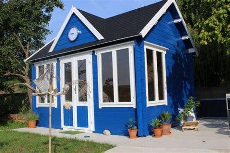 gartenhaus taubenblau gartenideen in blau gartenhaus und beet passend anlegen