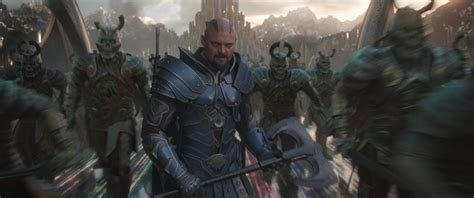 thor ragnarok caly film karl urban on how thor ragnarok is a taika waititi movie